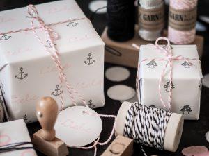 graurosawattewolken-DIY-Geschenkpapier-Stempeln