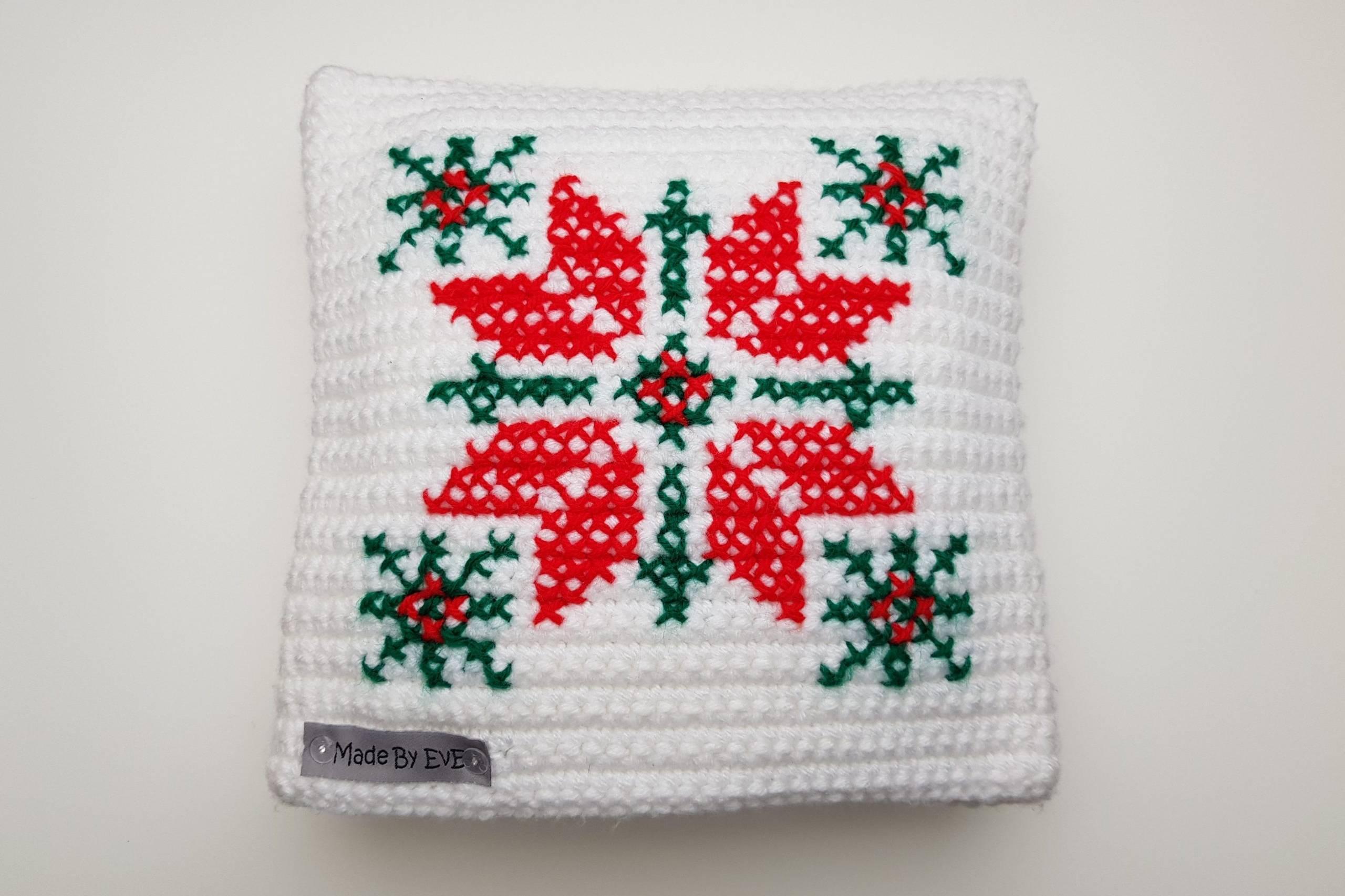 Kissenbezug-Weihnachten-XS-gehäkelt-weiß-rot-gras-grün-Stern-Hirsch-bestickt-MadeByEvE