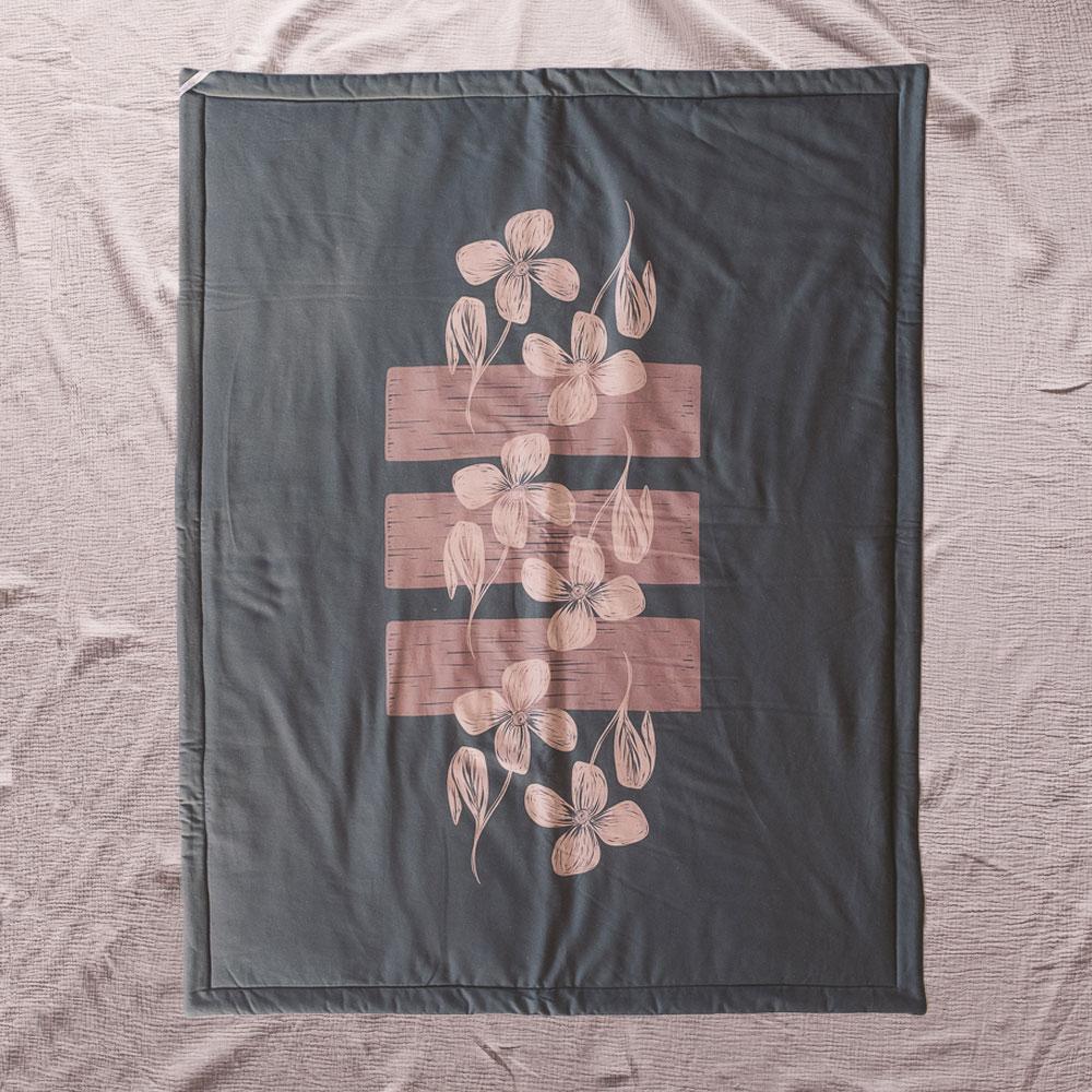 Birgit Maria-handemacht-Decke-Grafikdesign