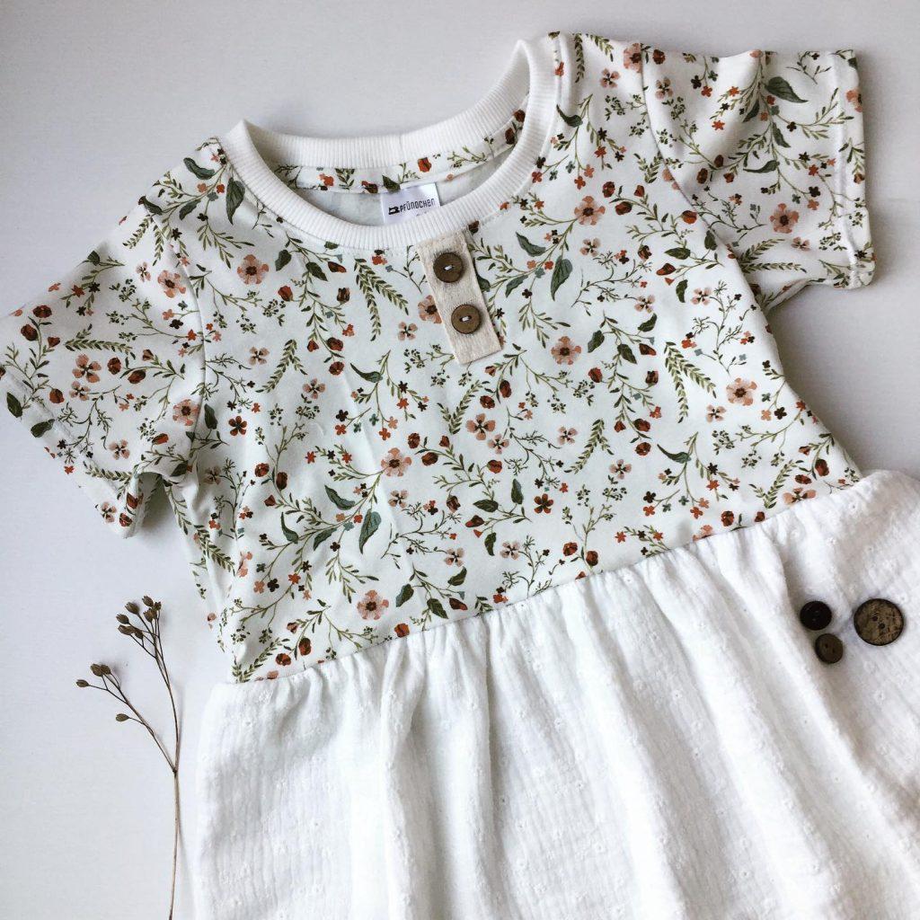 Pfündchen Lieblingsstücke-handgenäht-Babykleid