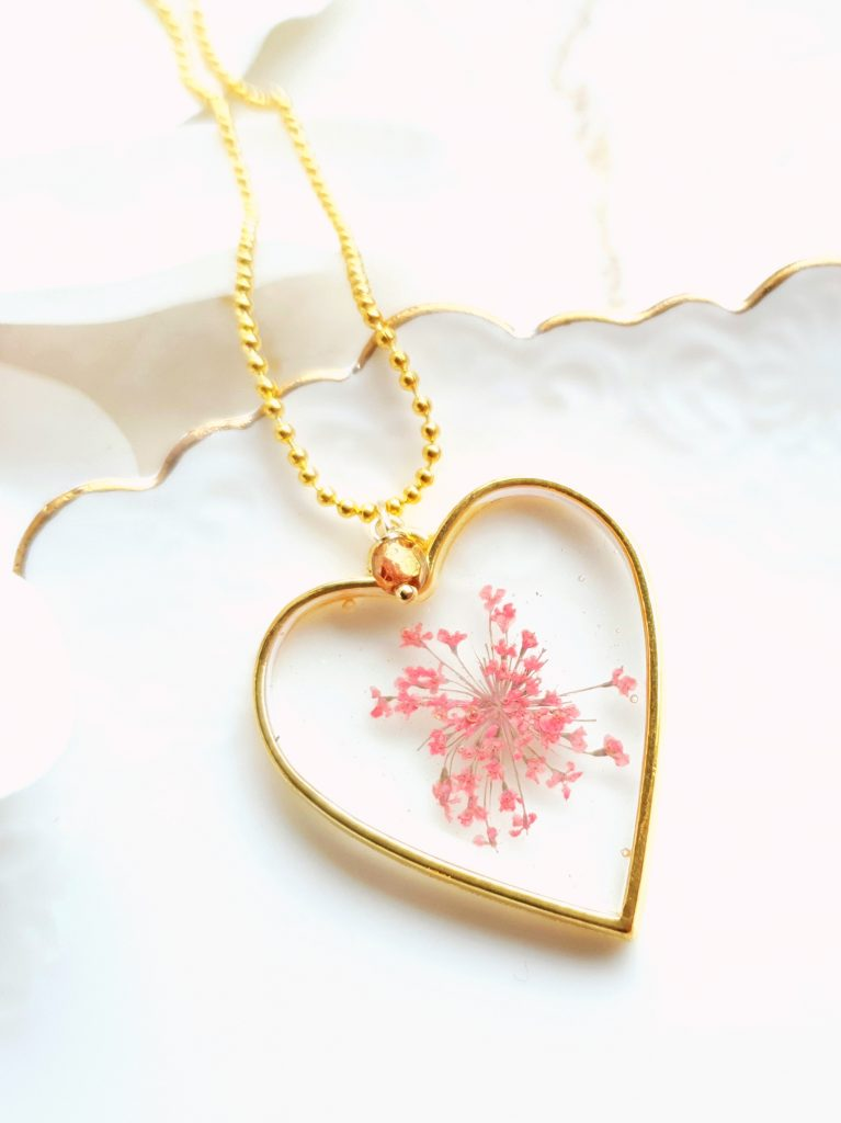 Kirschrot-Schmuckdesign-Herzanhänger-Kette-Blüten